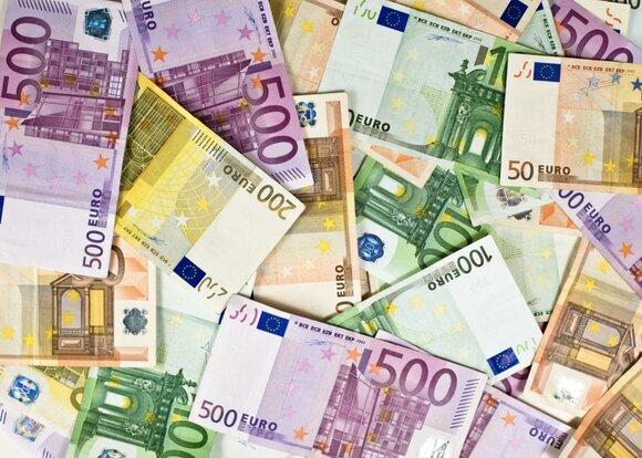 Макрон призвал интернационализировать евро