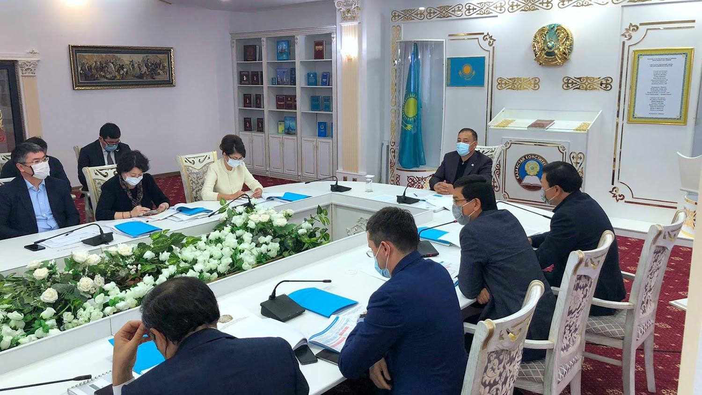 Ералы Тоғжанов әлеуметтік сала мәселелері жөнінде кеңес өткізді