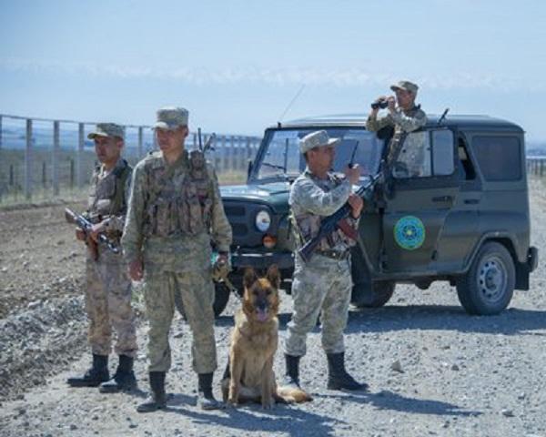 На казахстанско-российской границе задержали россиян с патронами