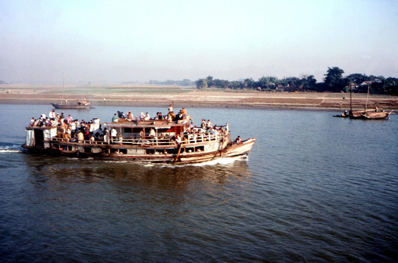 В Бангладеш затонул паром