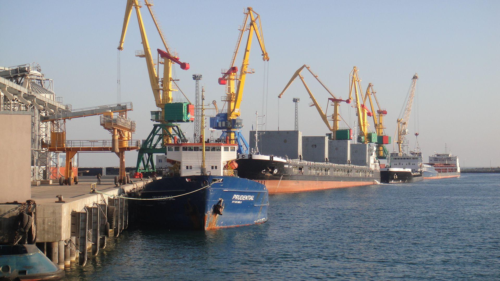 Президент РК поручил увеличить грузопоток в порты РК из стран Европы и Азии