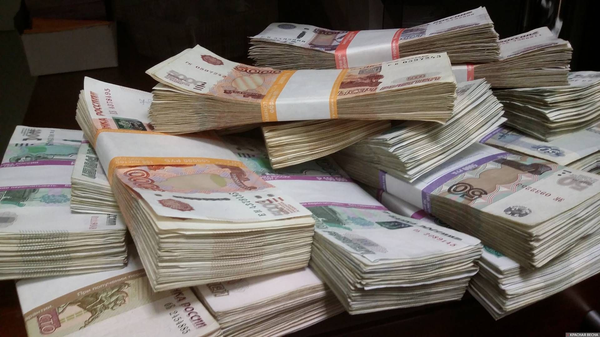 Более 188 млрд рублей выплатили российским медикам за лечение COVID-19