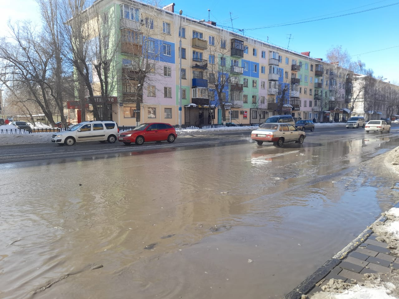 С первой мартовской оттепелью Усть-Каменогорск «поплыл»