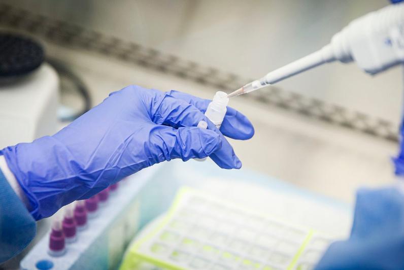 О результатах ПЦР-тестов на коронавирус прибывших авиапассажиров рассказал Садвакас Байгабулов