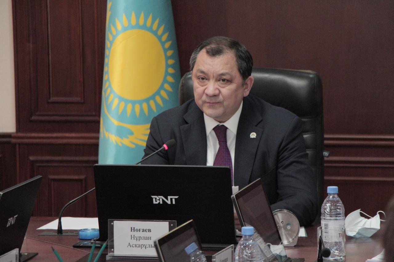 Казахстан начнет частичную реализацию нефтепродуктов через товарные биржи