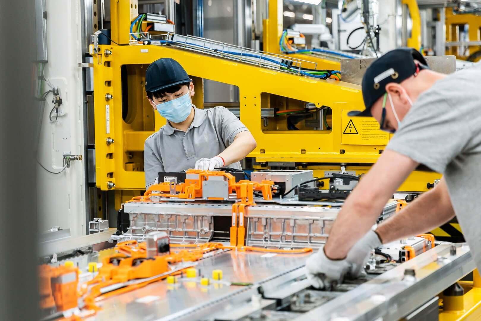Снижение темпов роста наблюдается в трех регионах страны