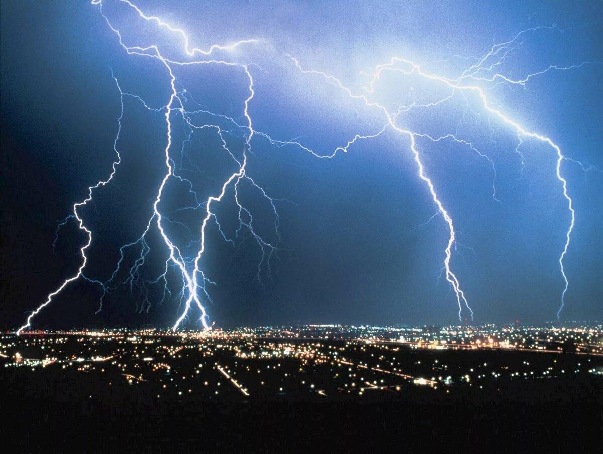 В столице и девяти регионах объявлено штормовое предупреждение
