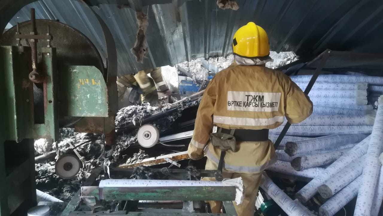 Взрыв котла произошел в цеху в Алматинской области