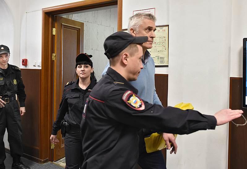 Майклу Калви суд продлил домашний арест до 14 июля