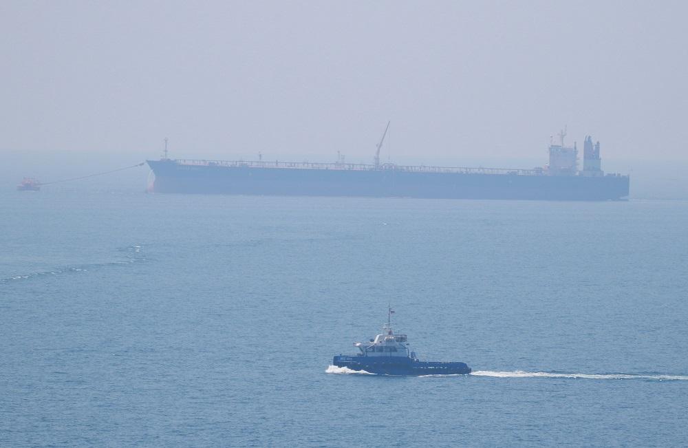 Около семи километров побережья Каспийского моря загрязнено нефтепродуктами