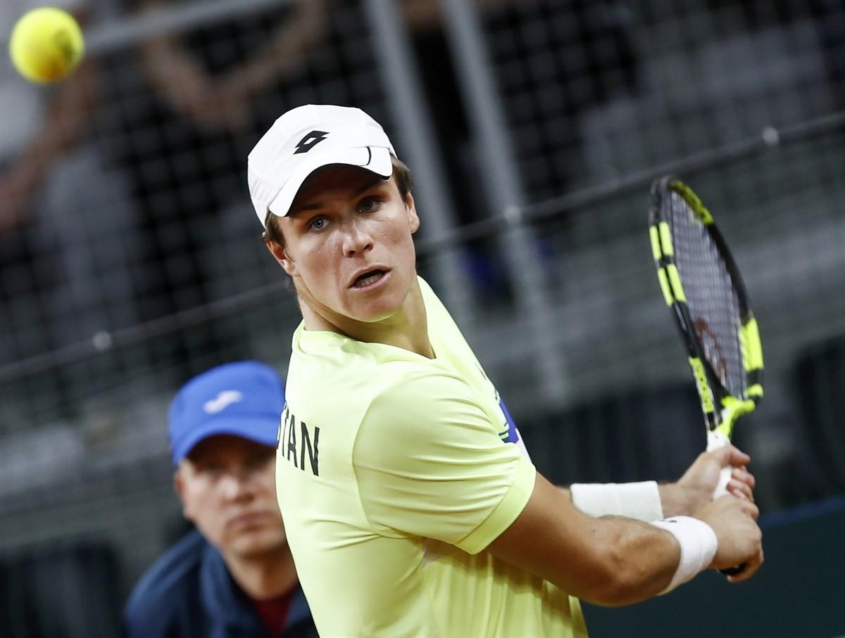 Дмитрий Попко не смог выйти во второй круг теннисного турнира в Лиссабоне