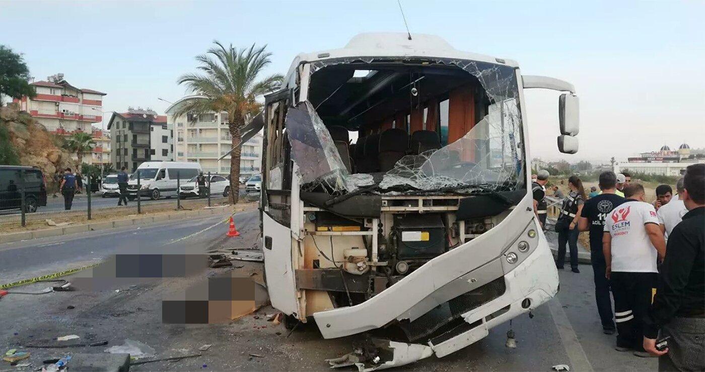 В Турции перевернулся автобус с туристами