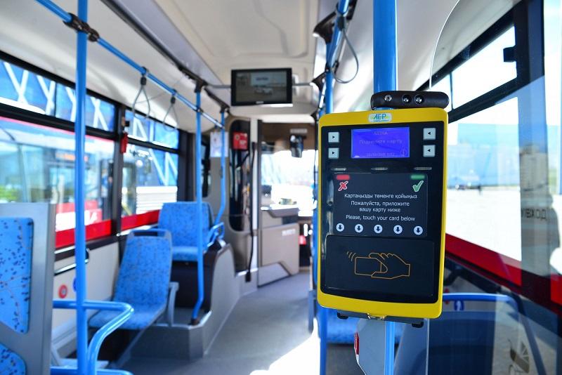 Именную транспортную карту школьникам для бесплатного проезда в автобусе можно оформить онлайн