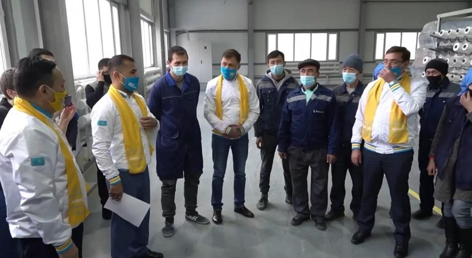 Кандидаты в депутаты от Nur Otan встретились с рабочими предприятия в Акмолинской области
