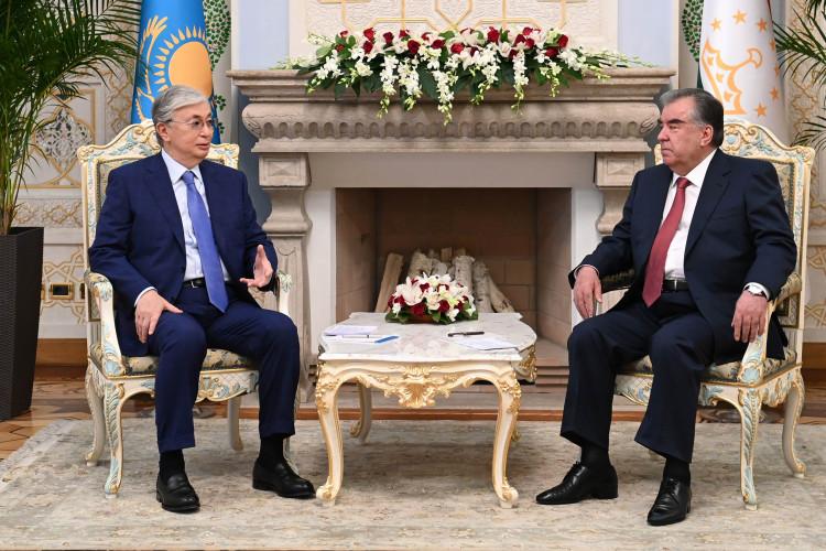 Токаев и Рахмон выразили готовность координировать действия
