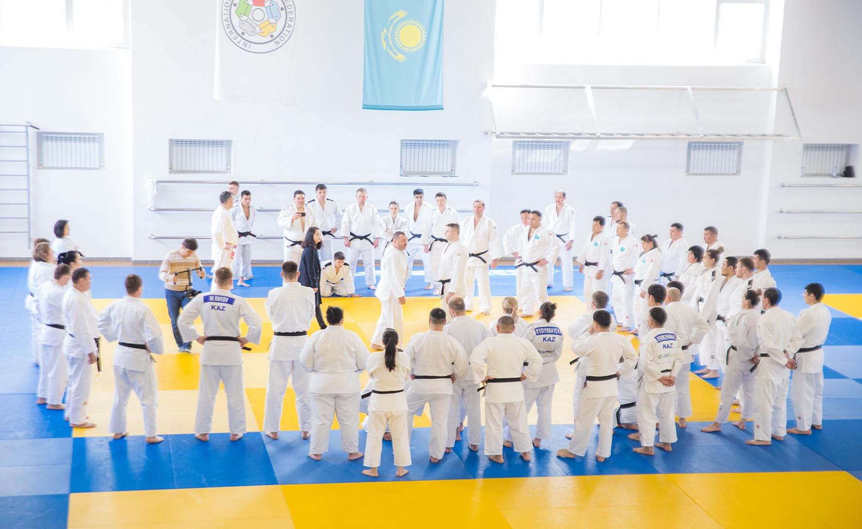В Алматы проходят курсы для тренеров по дзюдо