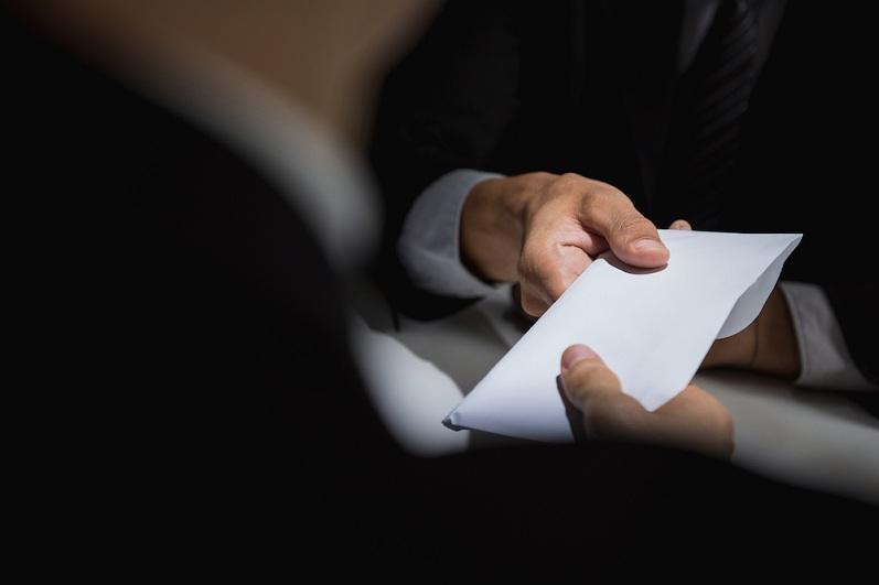 Директор департамента филиала КТЖ подозревается в получении более 5 млн тенге взяток