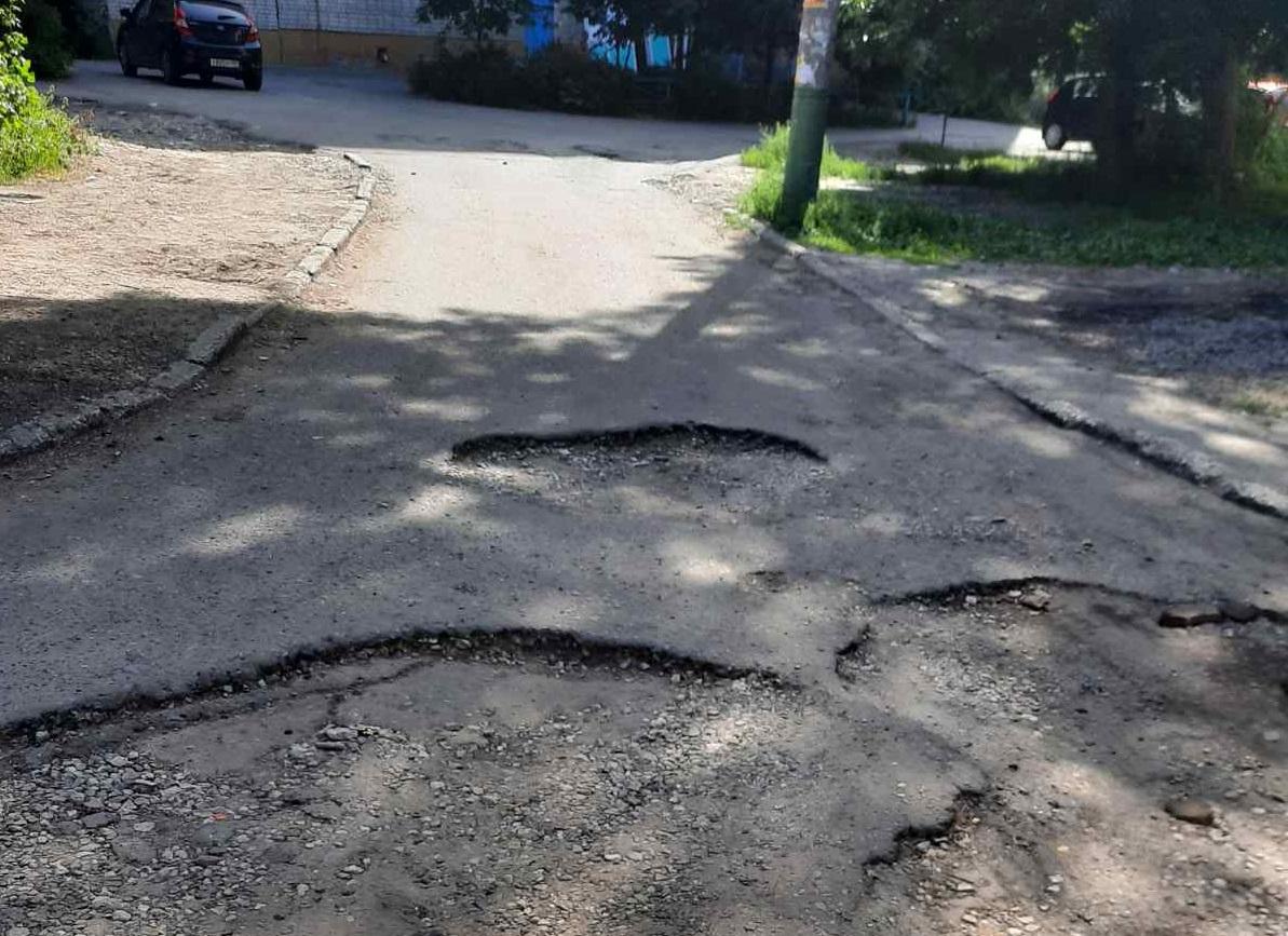 Районную дорогу окончательно разбили при подготовке к посевной в Костанайской области