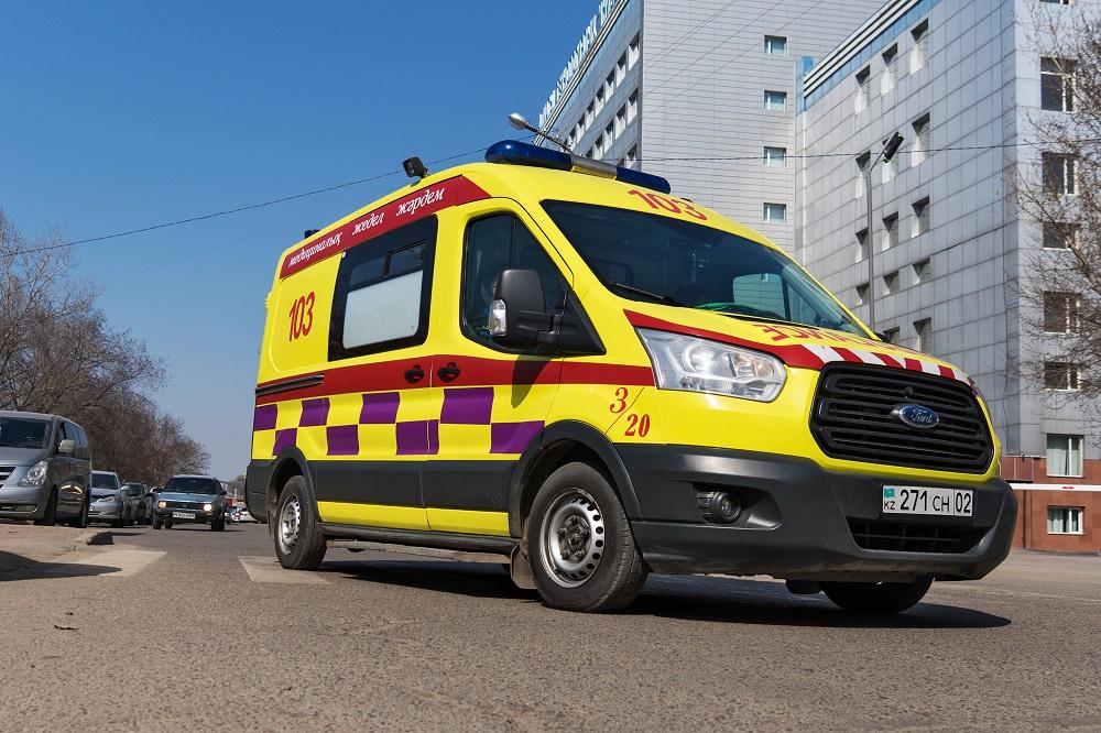 В Алматы четыре человека доставлены в больницу после порыва тепломагистрали