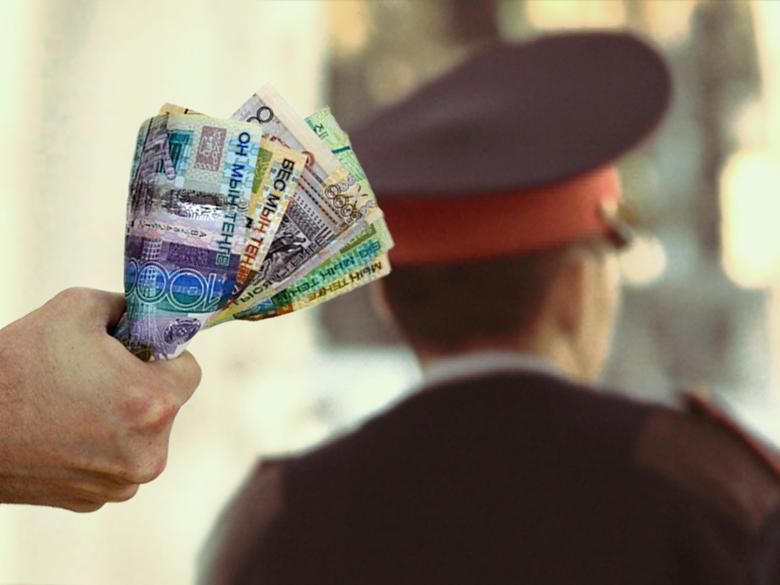 Полицейские из Семея сняли деньги с мобильного банкинга покойного и поделили между собой