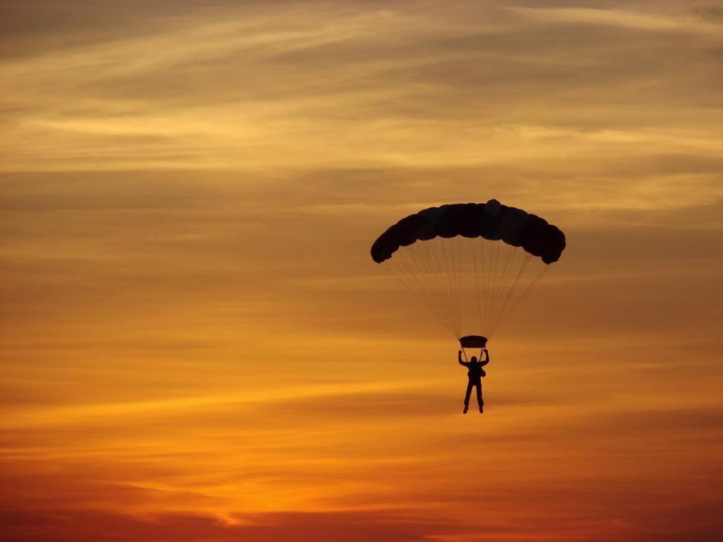 Родные пострадавшего при прыжке с парашютом военного не согласны с заявлением минобороны