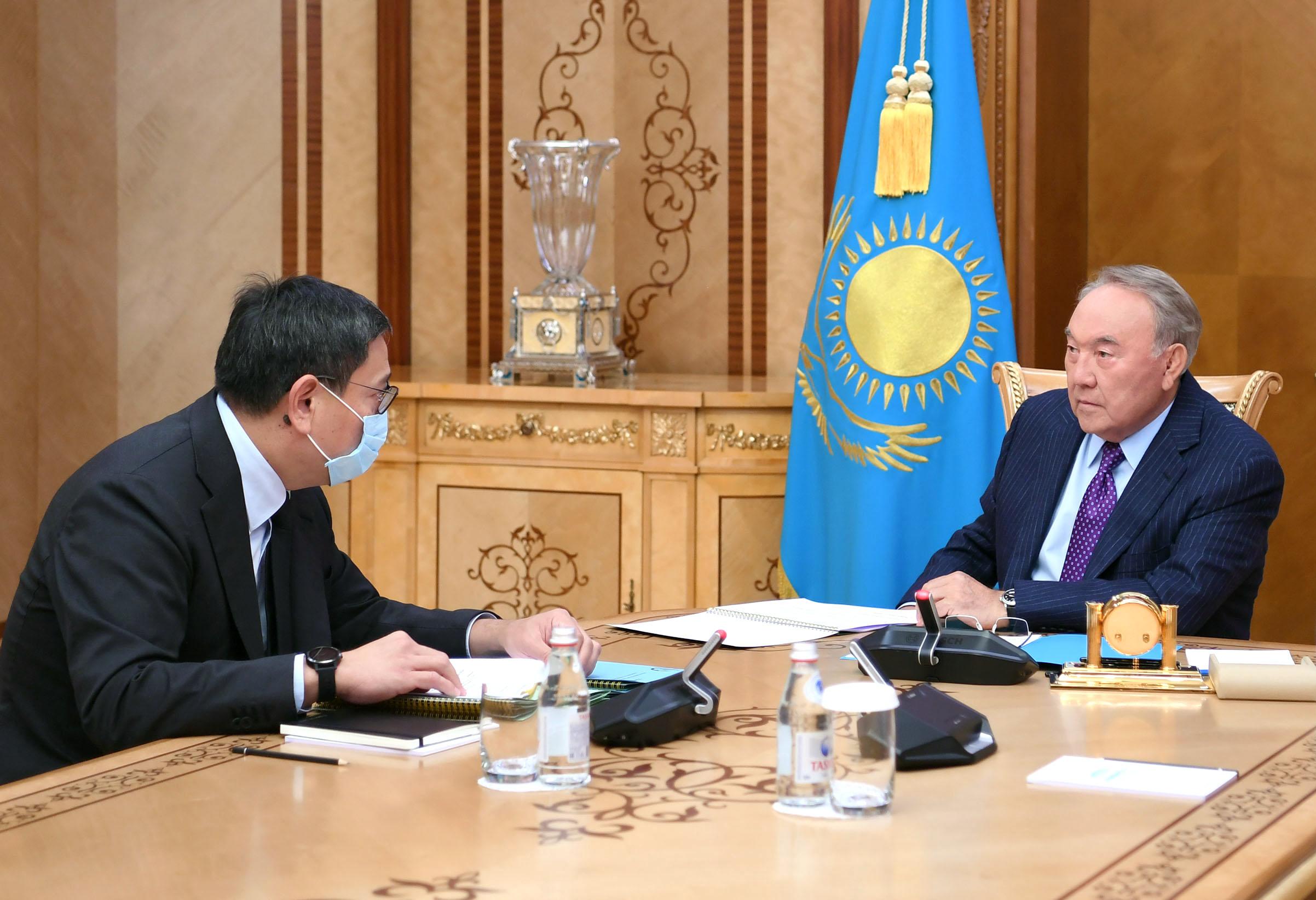 Нурсултан Назарбаев встретился с председателем Национального банка Ерболатом Досаевым
