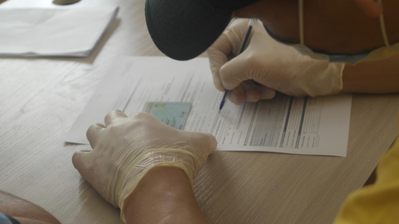 Населению Мактаарала начали выдавать компенсацию в 100 000 тенге
