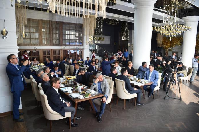 Предприниматели Шымкента озвучили свои проблемы акиму на бизнес-завтраке
