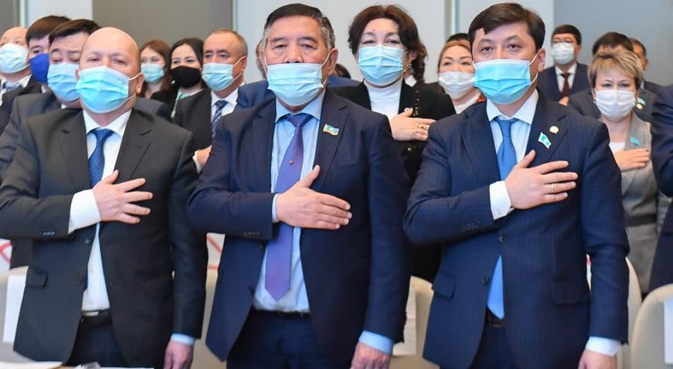 В Шымкенте и Туркестанской области депутатам вручили мандаты