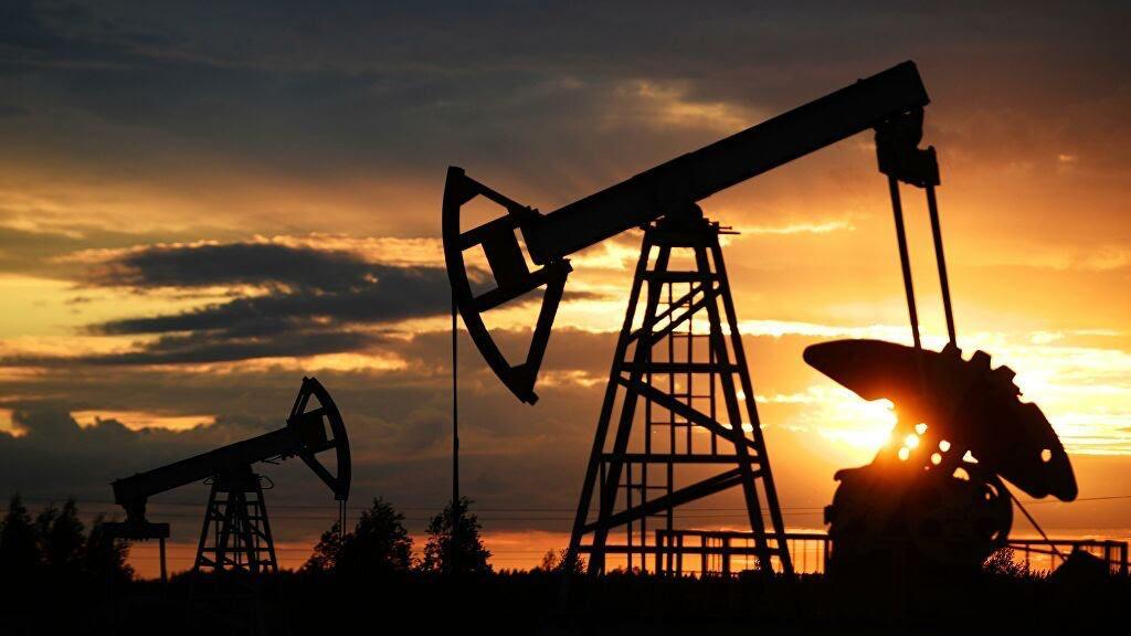 АҚШ-тағы мұнай қоры азайғаннан кейін, шикізат қымбаттады