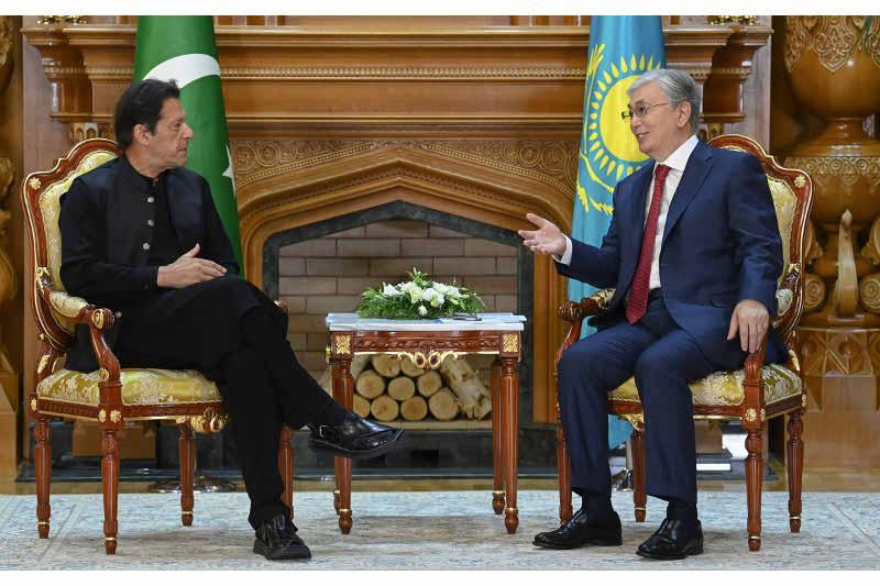 Қасым-Жомарт Тоқаев Пәкістан Премьер-Министрімен кездесті