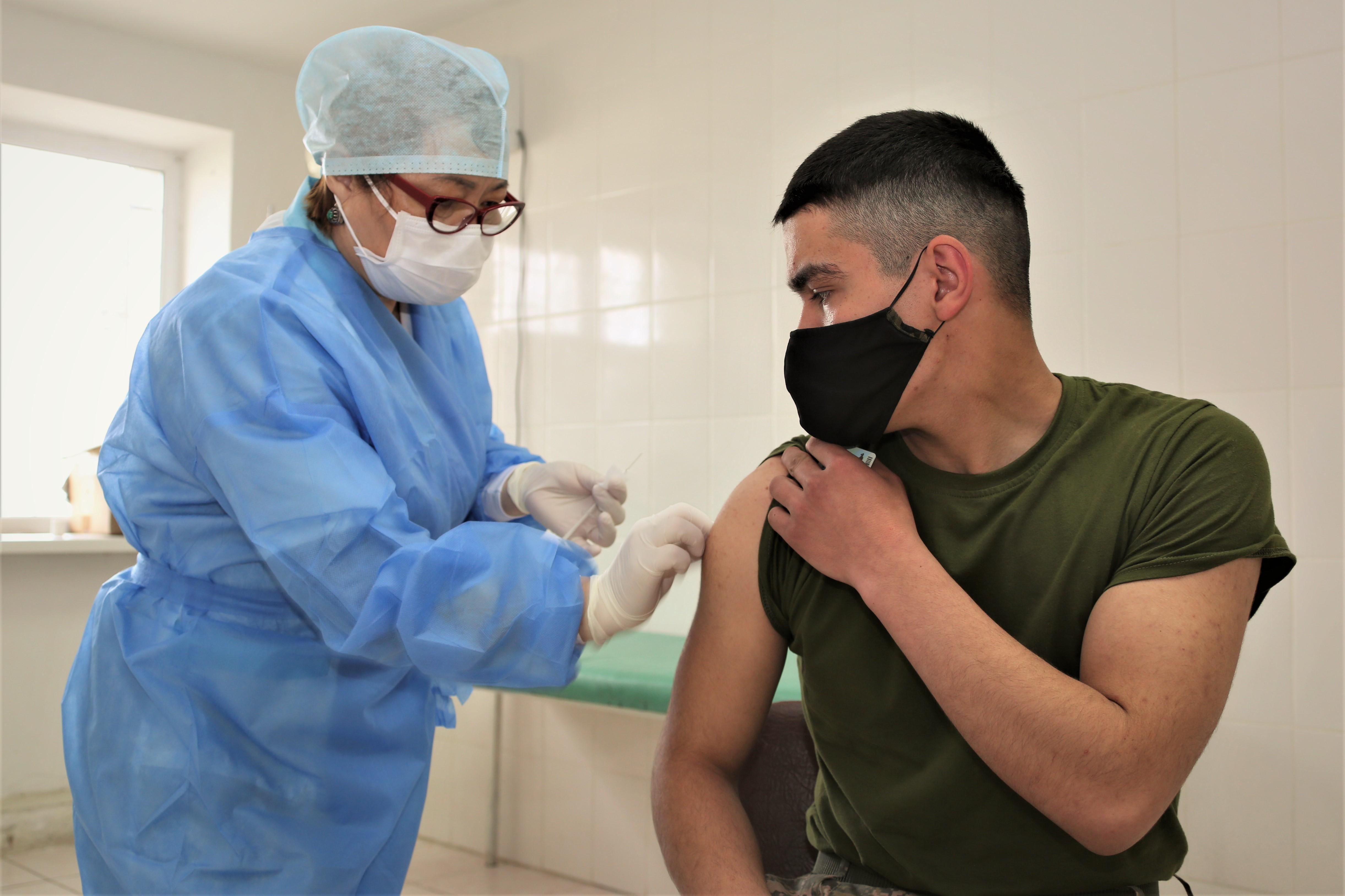 В Вооруженных Силах не вакцинированы лишь имеющие медицинские противопоказания