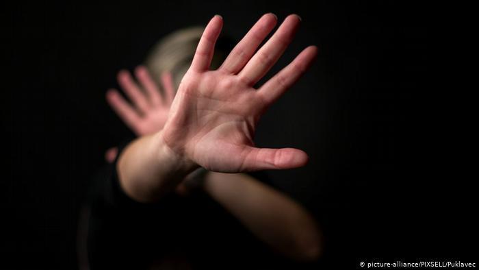 Противник законопроекта о противодействии семейно-бытовому насилию отстранен от дебатов за судимость