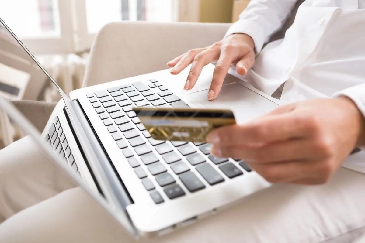 Онлайн-кредиторлар қарыз қақпанына тез түсіреді