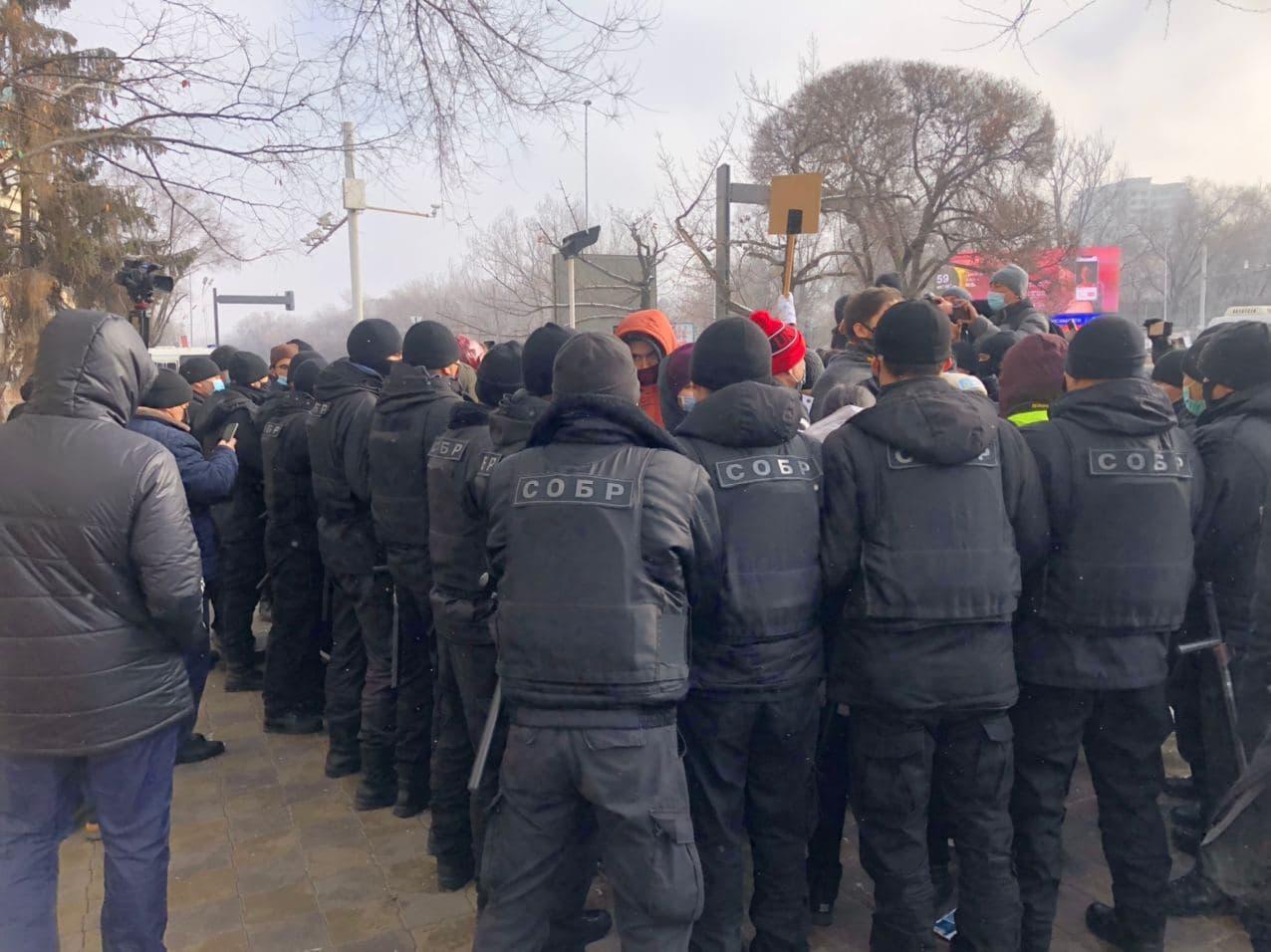 Митингующие в Алматы покинули площадь Республики