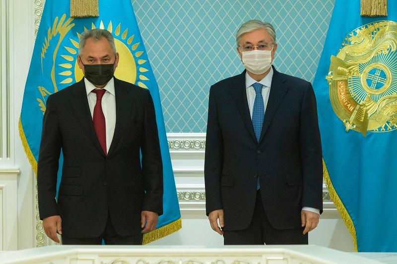 Президент Казахстана принял министра обороны РФ Сергея Шойгу
