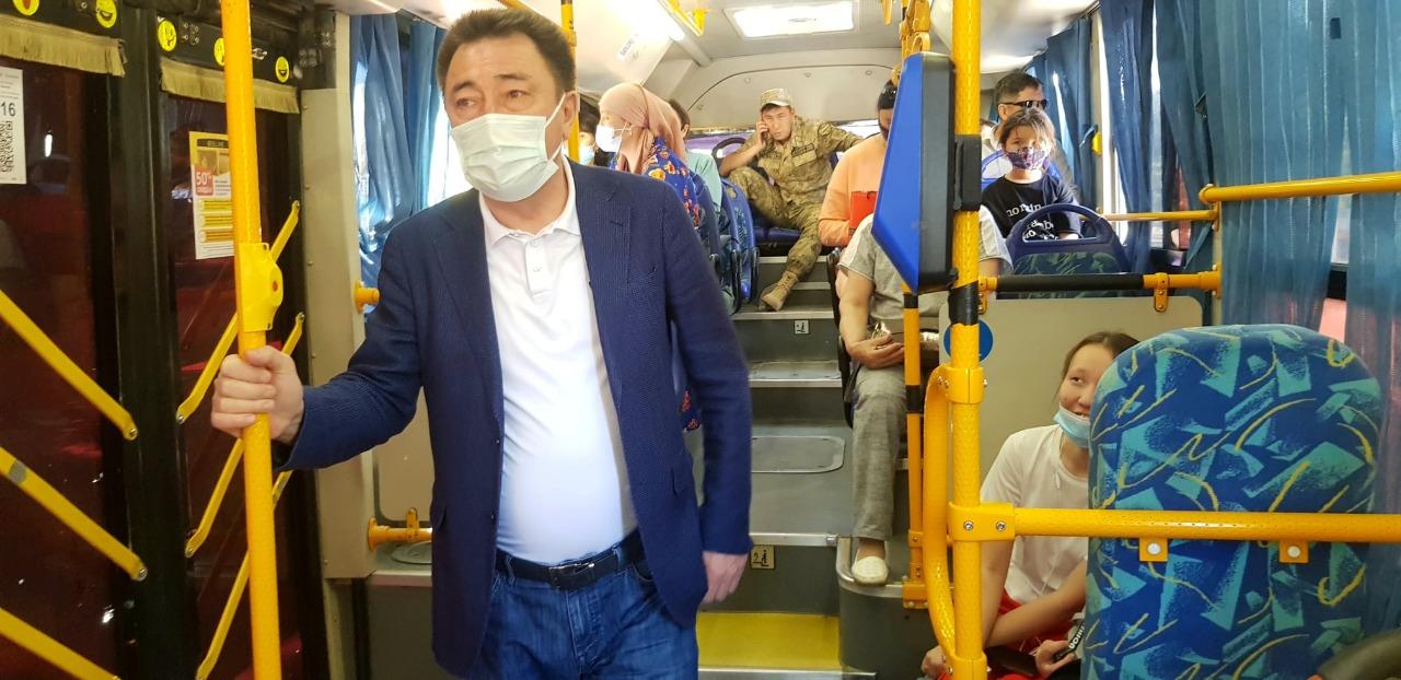 Жители Кызылорды покритиковали акима, прокатившегося в общественном транспорте