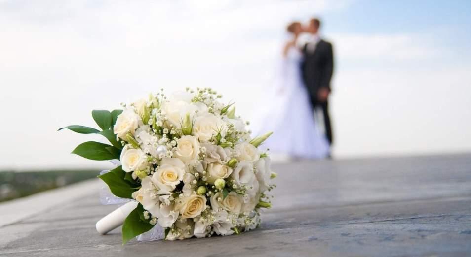 Почему современные казашки предпочитают выходить замуж за иностранцев и нужны ли знания казахстанским детям?