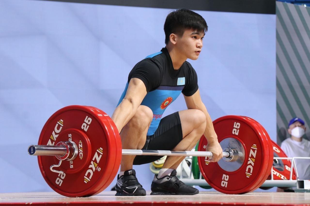 Казахстанец стал вторым на юниорском чемпионате мира по тяжелой атлетике