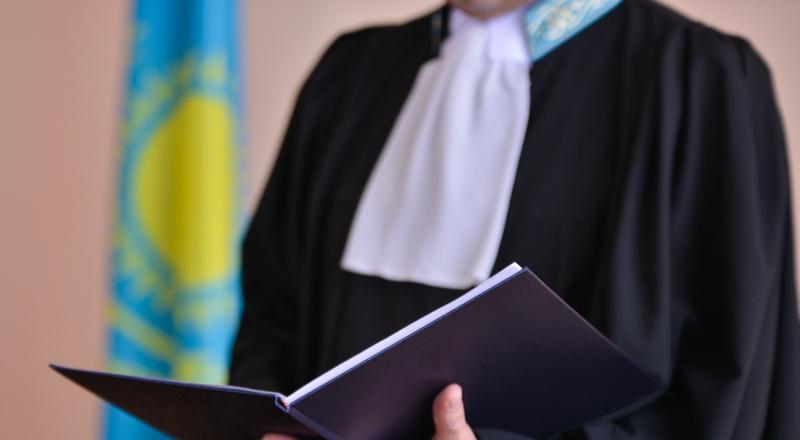 Маңғыстауда белгісіз адам судьяға қомақты ақша қалдырды
