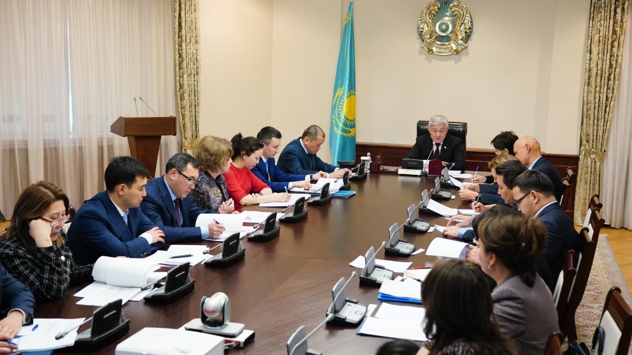 Б. Сапарбаев зейнетақы жүйесін жаңғырту жөніндегі жұмыс тобының отырысын өткізді