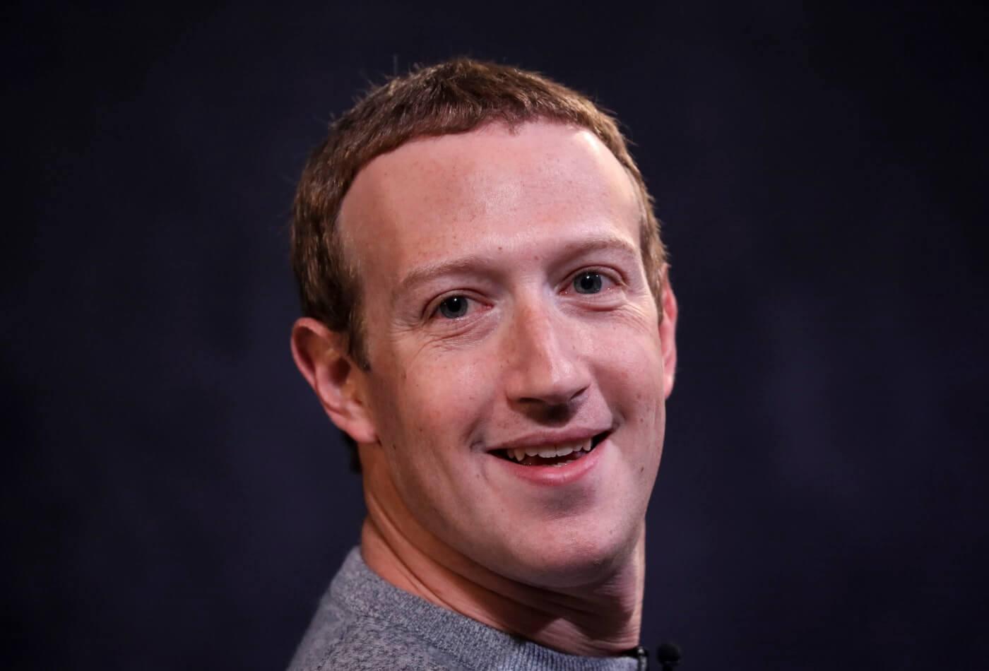 Цукерберг почти каждый день продает свои акции Facebook