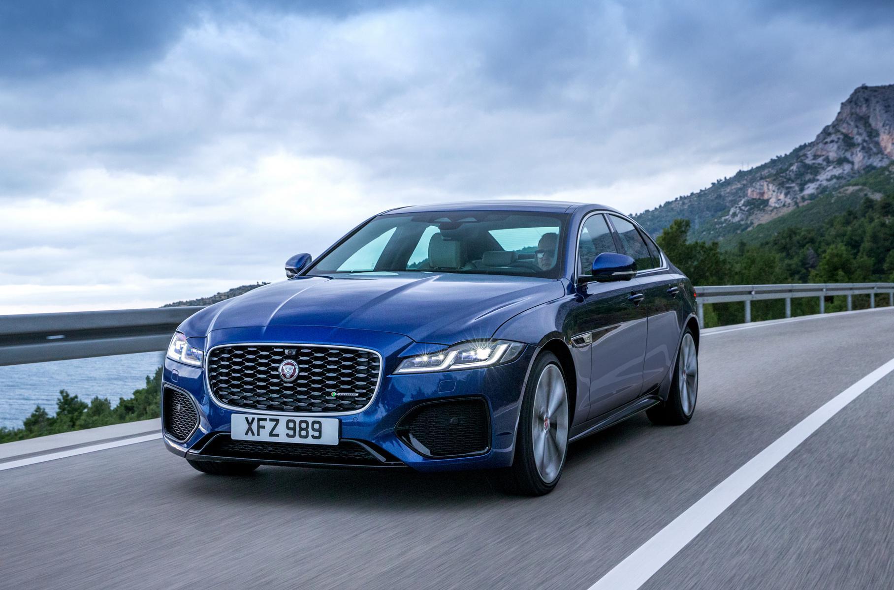 Jaguar Land Rover приостановит производство на двух британских заводах из-за нехватки чипов