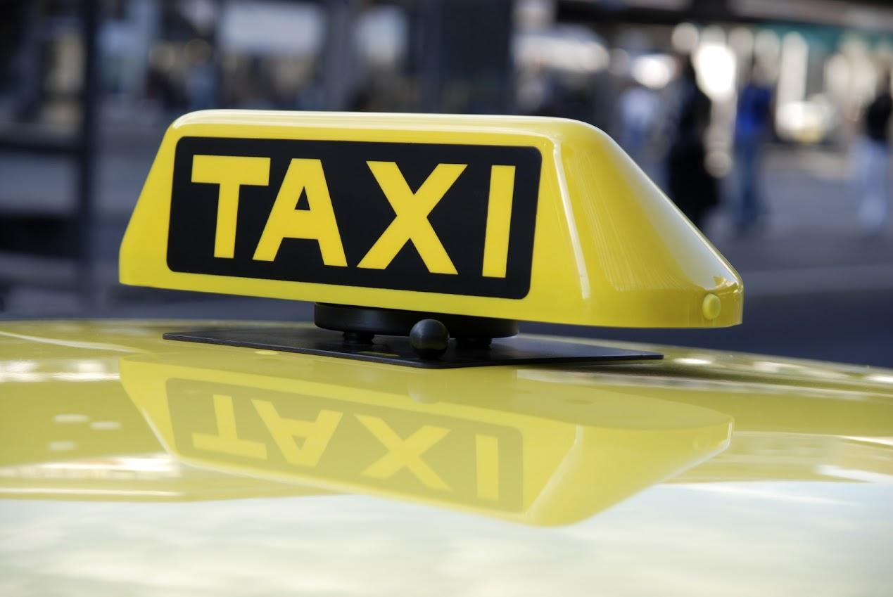 Четверо пьяных полицейских угнали автомашину у таксиста