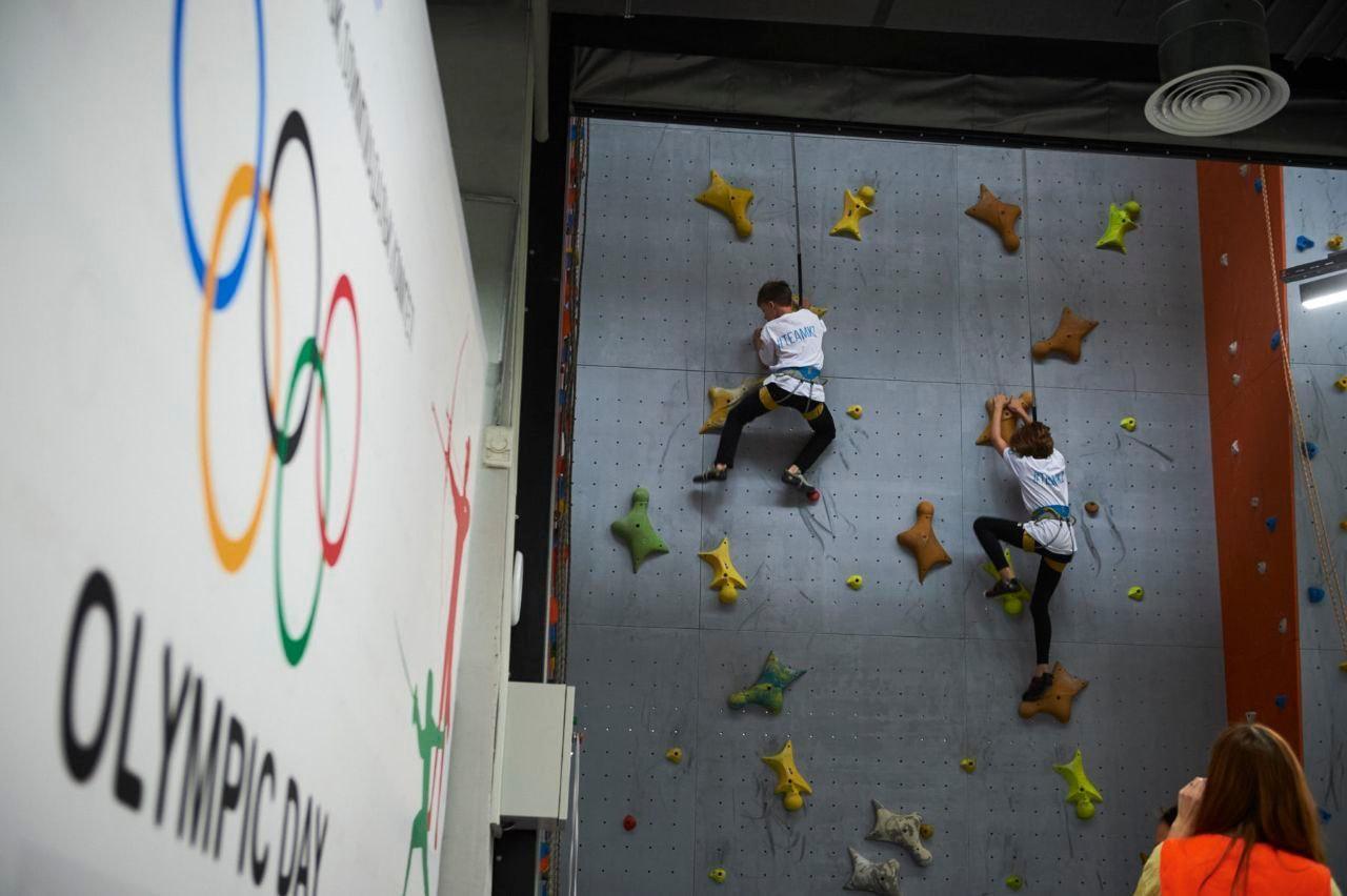 Алматыда спорттық құзға өрмелеушілер Олимпиада күнін атап өтті