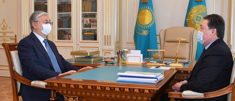 Аскар Мамин сообщил президенту о вакцинах против коронавируса