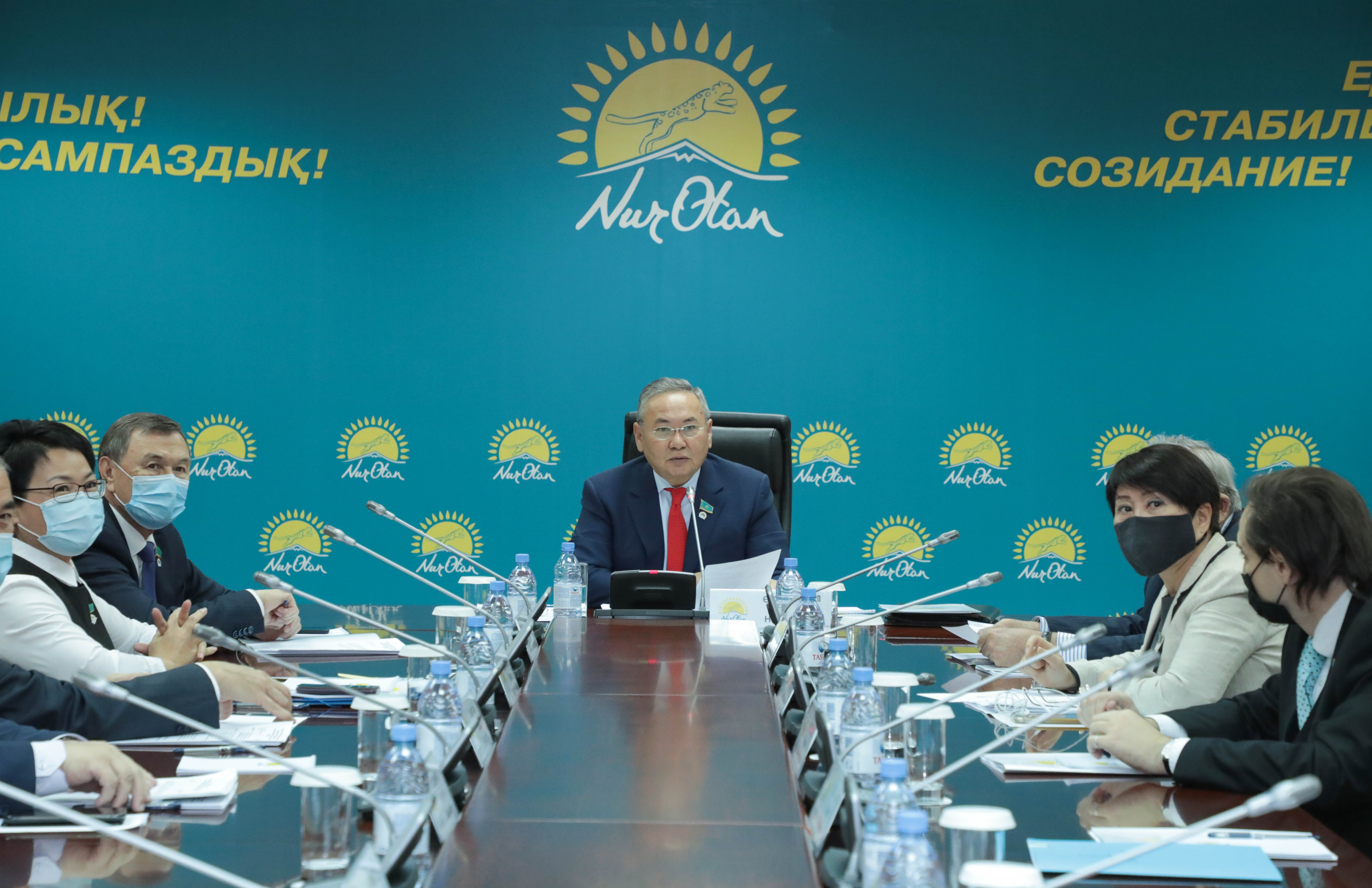 Состоялось заседание Республиканского общественного совета по противодействию коррупции при партии Nur Otan