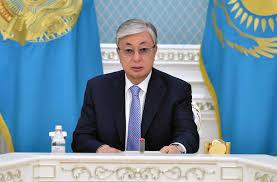 """Касым-Жомарт Токаев подарил Путину юбилейный двухтомник """"Путь Абая"""""""
