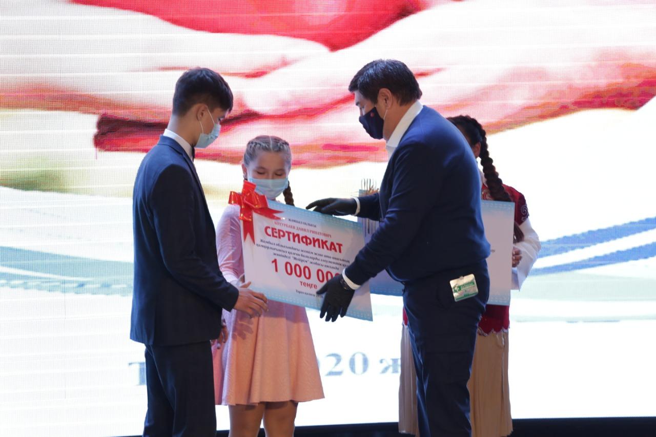 Бердибек Сапарбаев стал наставником 13-летней сироты из Тараза