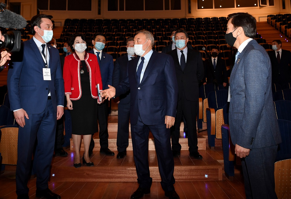 Нурсултан Назарбаев посетил новое здание драмтеатра